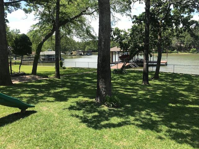 Family Friendly get away at Cedar Creek Lake