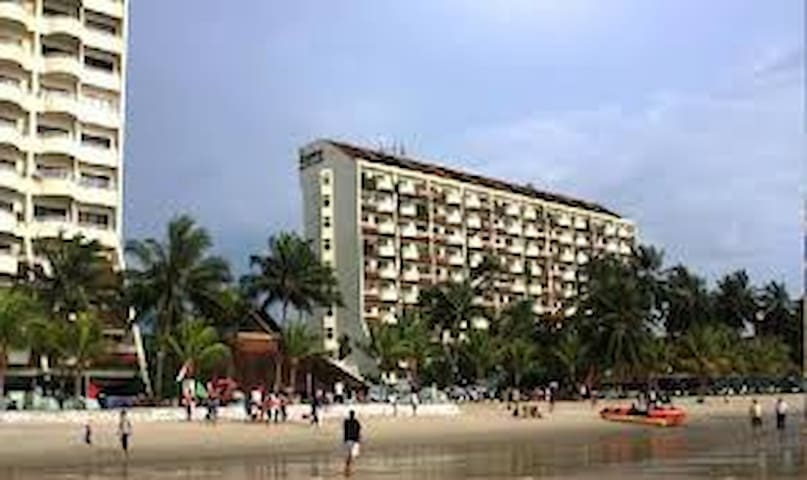 Regency 83. Beautiful beach front apartment