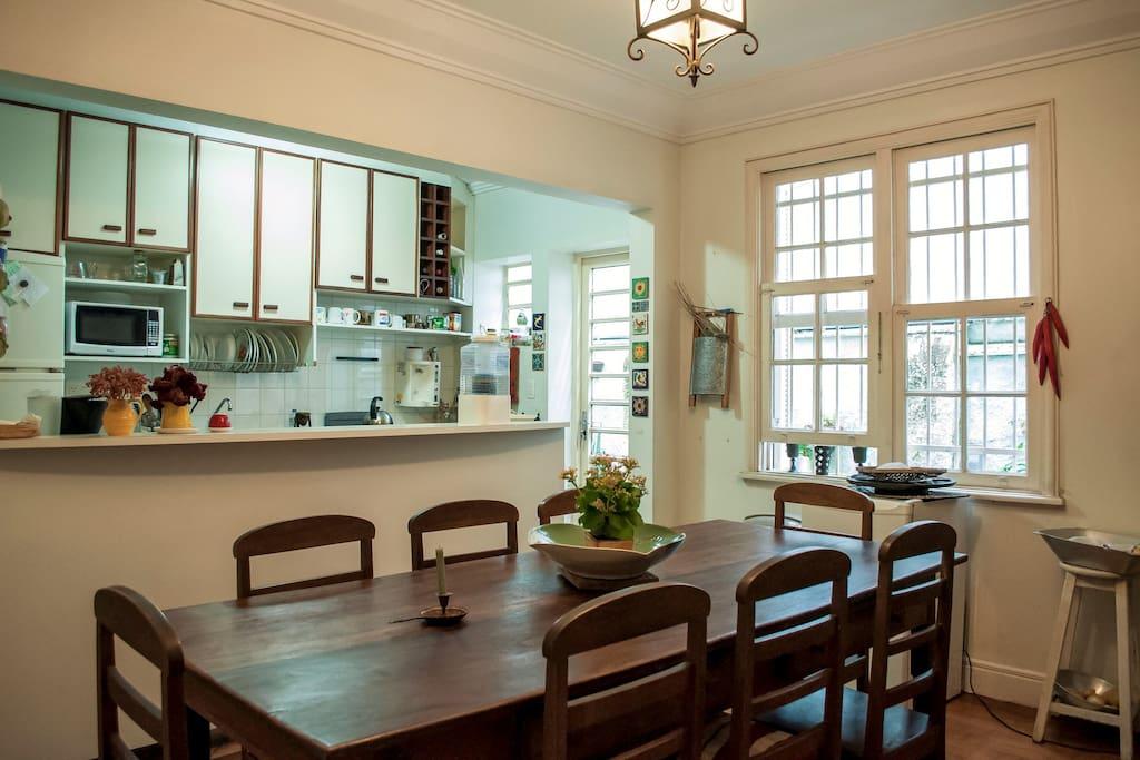 Cozinha integrada c sala de jantar