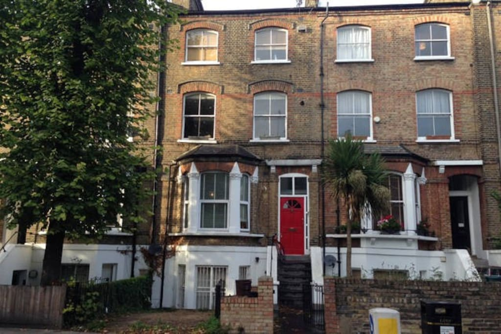 Large And Bright 2 Bedroom Flat In North London