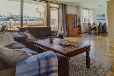 Spacious room in quiet neighborhood - Leilighet