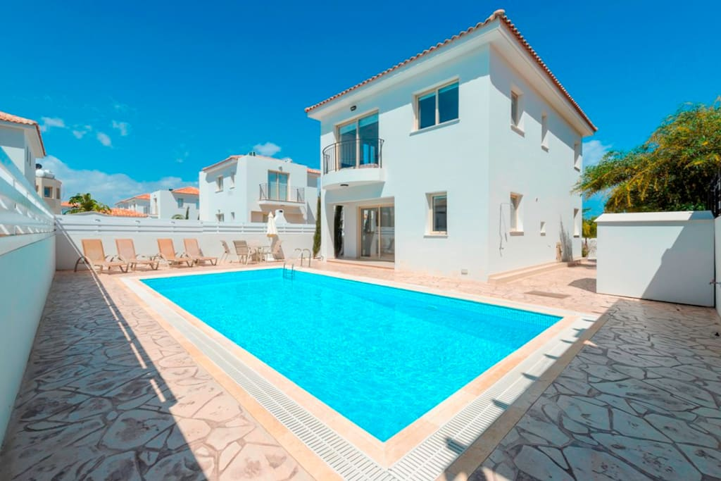 Large private poolCyprus In The Sun Villa Palm 17 Gold