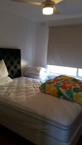 Quiet cul de sac close to - Mentone - Apartment