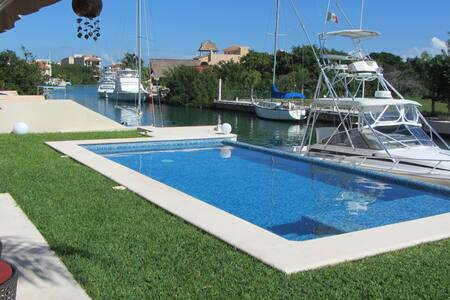 Cozy One Bedroom Condo in Marina - Puerto Aventuras - Appartement