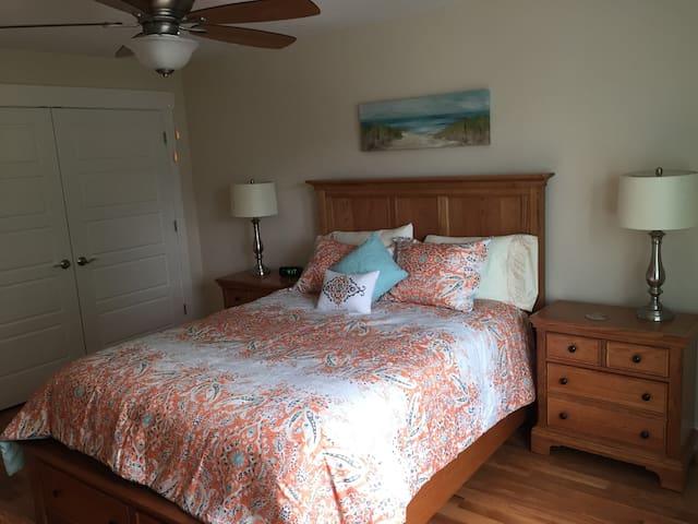 3rd bedroom w/Queen
