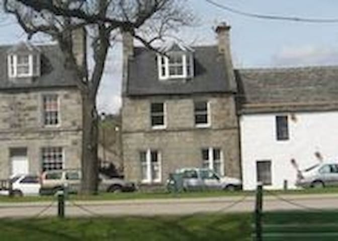 House  - 11 The Square - Sleeps 6 - Grantown-on-Spey - Talo
