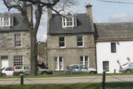 House  - 11 The Square - Sleeps 6 - Grantown-on-Spey