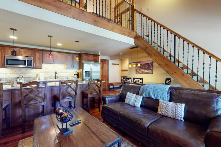 Ski-in/ski-out luxury condo w/ loft, valley view, and shared pool & hot tub!
