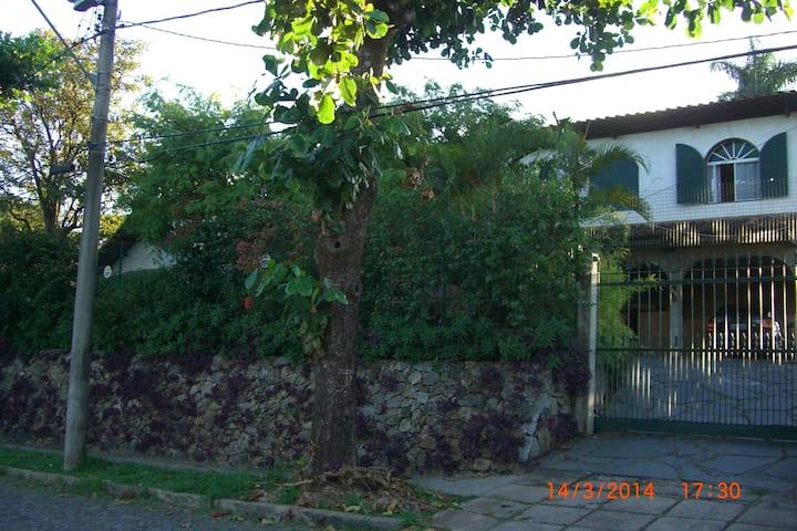 Room 5, Single, House near Art Museum