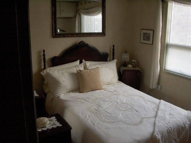 Bedroom, main Floor