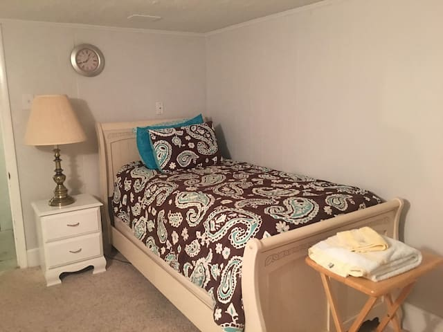 Furnished room for traveling professional