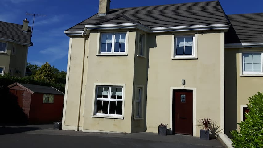 Quiet area within a short stroll of Donegal Town - County Donegal - House