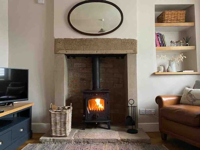 Newly refurbished - Cosy Holiday Cottage in Crich