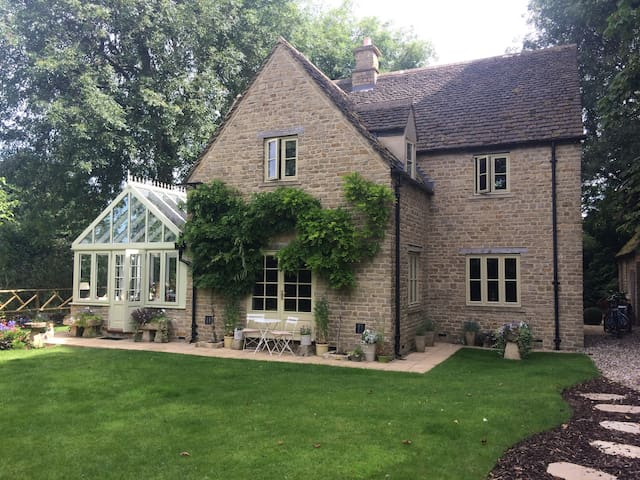 Peaceful en-suite double in heart of the Cotswolds