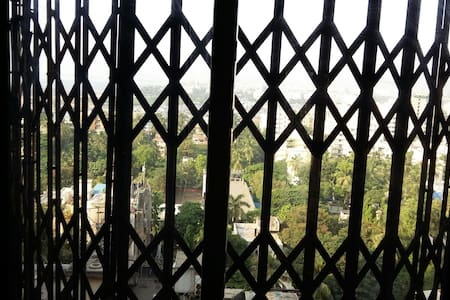 Super 2bhk apartment near Carter road Fully furnished with one car parking available for rent.