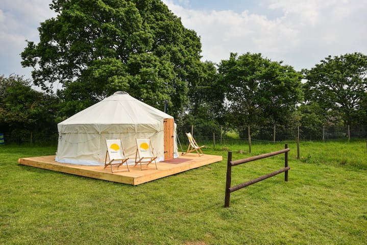 Luxury Yurt at Campsite next to Adventure Park - East Sussex - Tenda