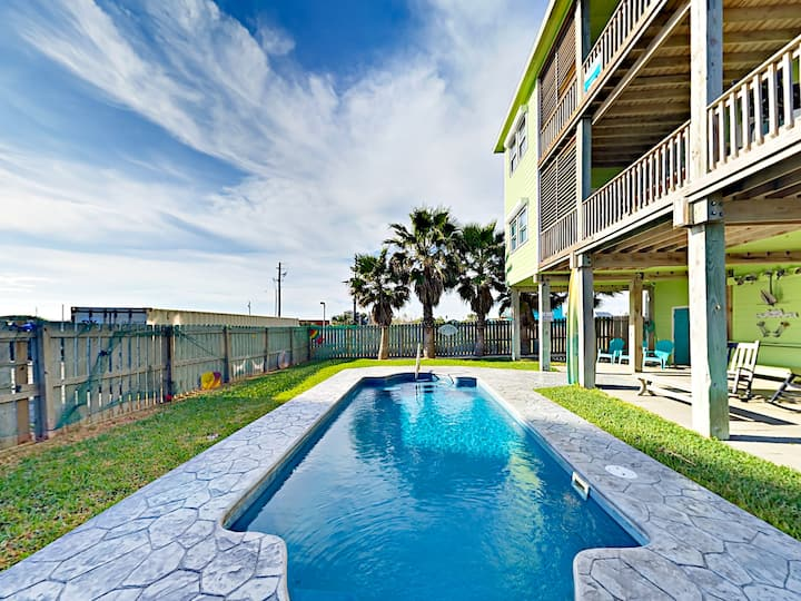 Gulf Breezes! 2-Unit Beach Gem with Private Pool