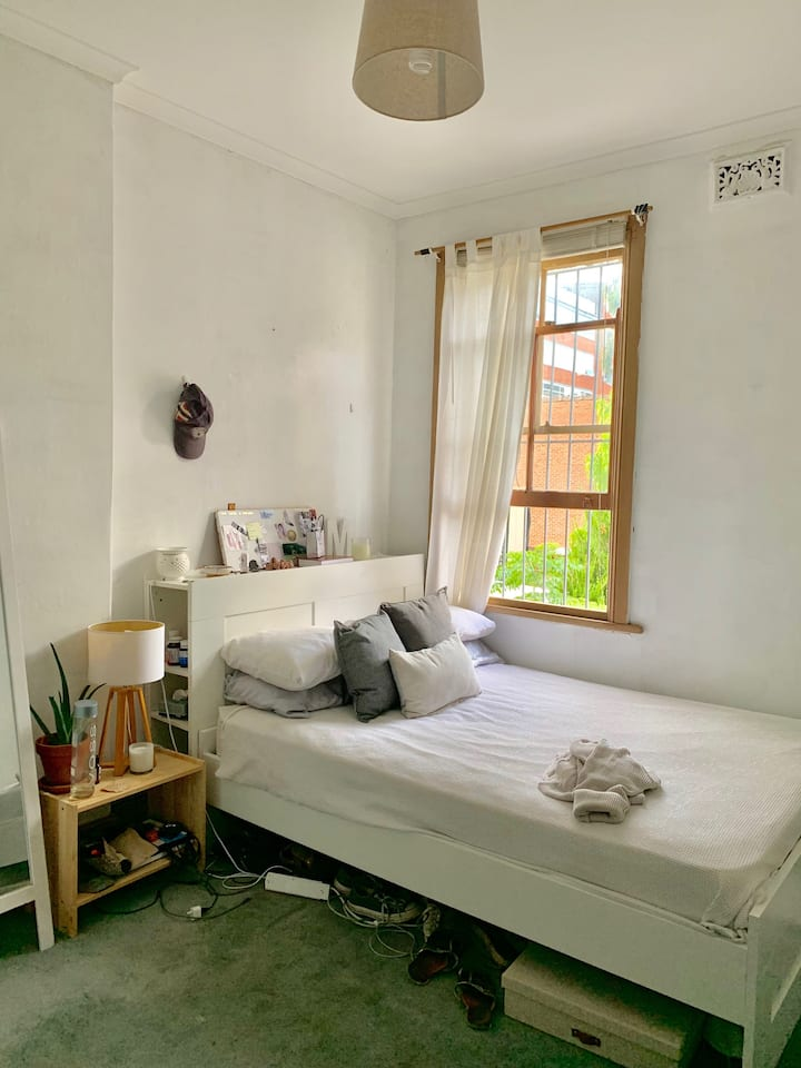 Lovely room in the heart of Surry Hills