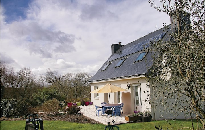 Stunning home in Plouay with WiFi and 4 Bedrooms