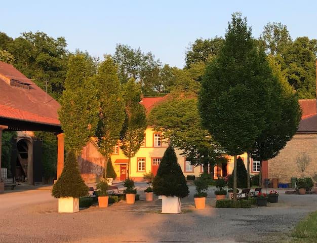 Elegantes Gästeapartment in Schloss und Hofgut