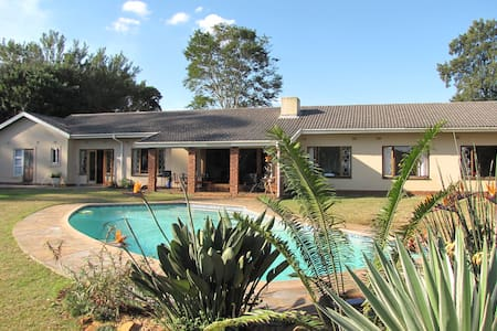 Spacious villa for 2-10p. on 6000m2 - Gillitts