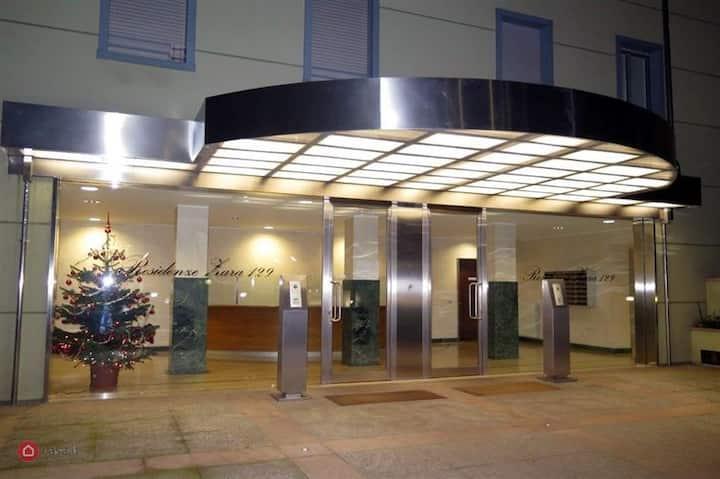 Zara Cosy & Cheap Apartment near Metro 5 station