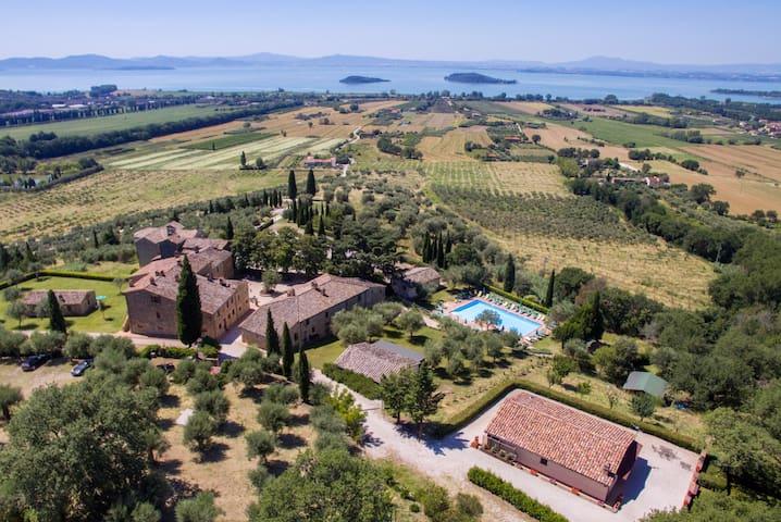 Villa tramonto sul Lago, with amazing private pool