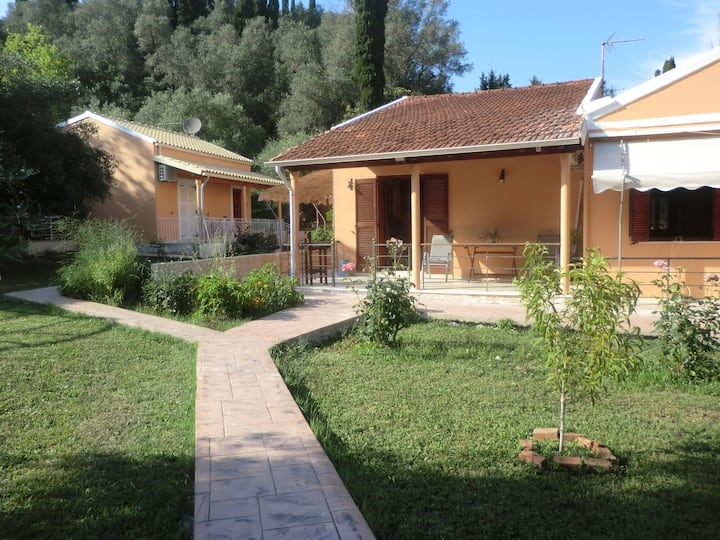 Peaceful Houses with Huge Garden,Parking, AC & BBQ