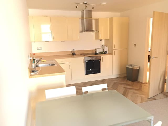 Private 2 dble bedroom flat, in heart of Bmouth