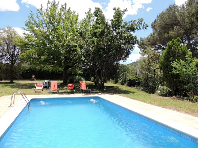 Holiday cottage, private pool, 60 km Barcelona.