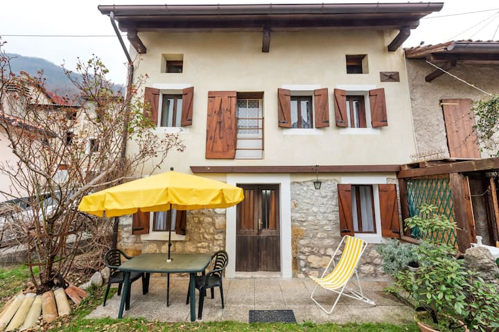 Lovely Holiday Home in Montaner with Patio