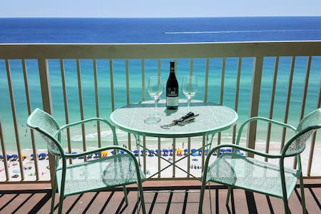 Fully Remodeled Beach Condo with Amazing Views