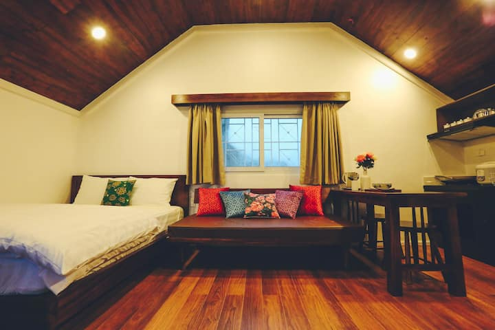 Automne - Lovely Attic Studio in City Center