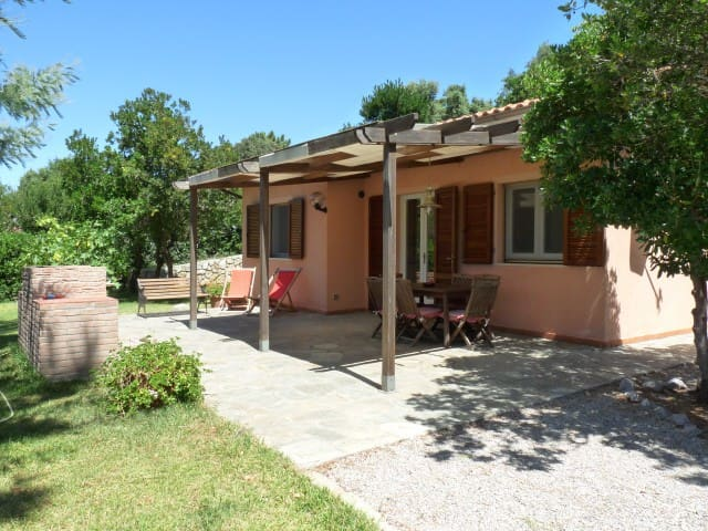 Little single villa near the beach - Capoliveri - Hus