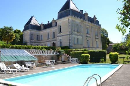 Magnifique maison de maître avec tennis et piscine - Bassac - Rumah