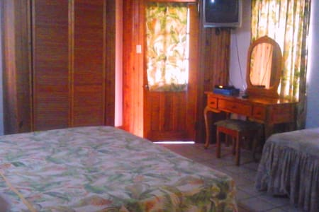 Bay View Eco Resort Triple Room - Port Antonio