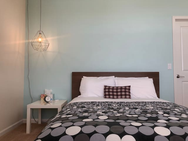 Luxury private bedroom+bathroom. (Close to UCSD)