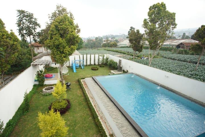 Villa Putih Spacious Garden +Private Swimming Pool