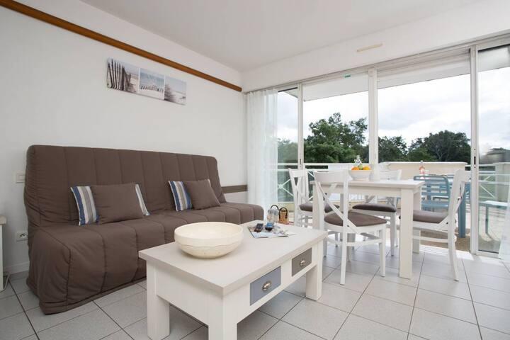 Appartement ensoleillé sur le terrain de golf! | Balcon/terrasse!