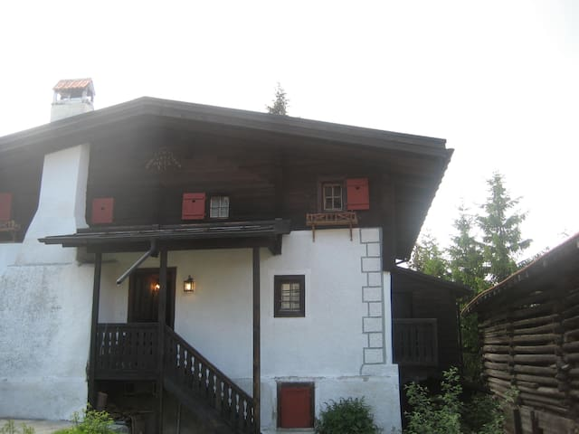 Old charming chalet with sauna next to ski slope - Surcuolm - Lägenhet
