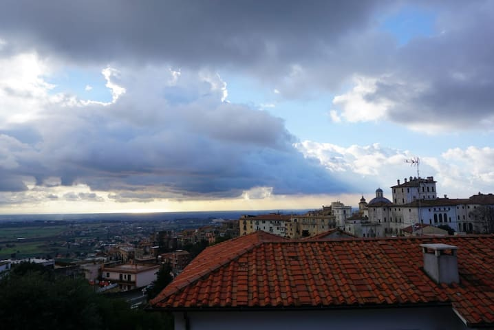 Luminoso appartamento con vista ad Ariccia, RM