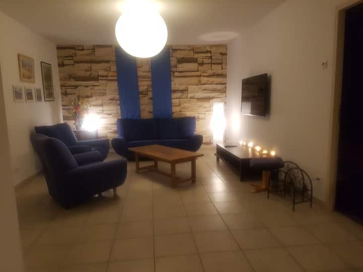 Chambre meublée dans appartement rez-de-jardin