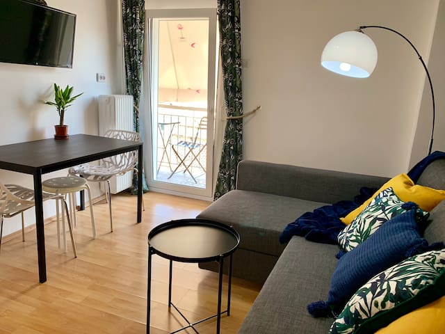Spacious living room (with aircondition) and a balcony that connects to the kitchen. The TV has a Netflix app
