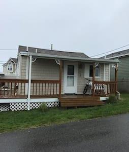 Narragansett beach cottage BREAKWATER VILLAGE