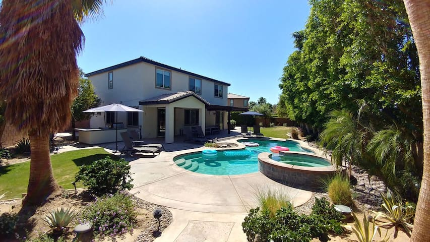 Perfect Spot to Start Your Summer w/ Private Pool