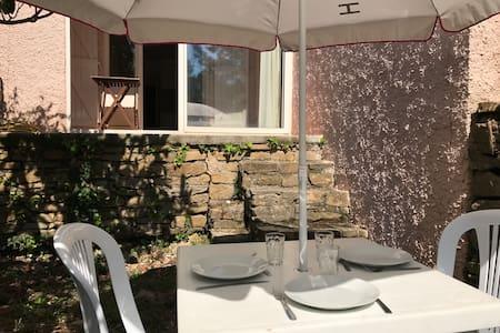 appartement 1 pièce avec jardin, proche de la mer - La Ciotat - Wohnung