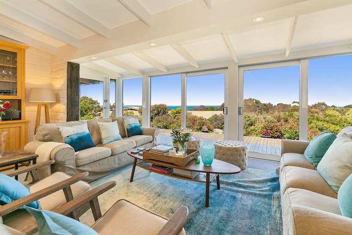 """""""The Outlook"""" - Fabulous Beach House with Views"""