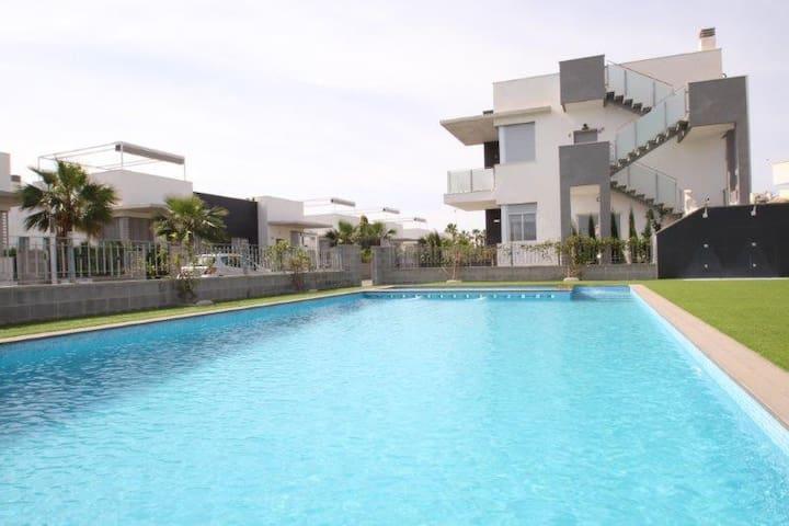 Apartamento 2 dormitorios con piscina