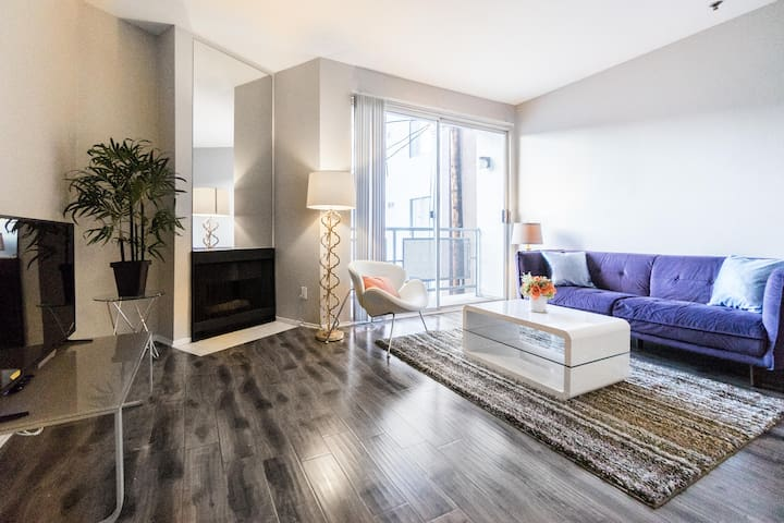 Charming & Bright Condo in WeHo