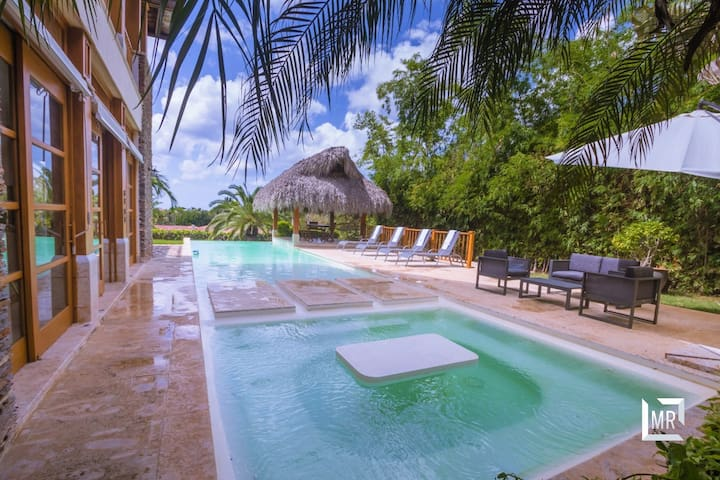 Tropical Luxury Villa, Near the Marina, Ref: 378